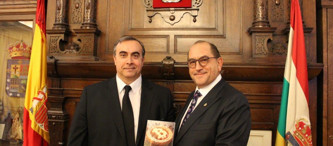 Basilio Ramírez y Juan Carlos Galindo presentan la guía definitiva para comprender, de manera amena, la moneda virtual.